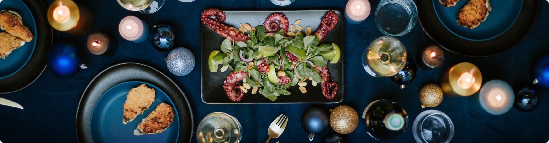 Salade de mâche, poulpe grillé, citron vert et cacahuètes ; huitres chaudes gratinées au safran et parmesan