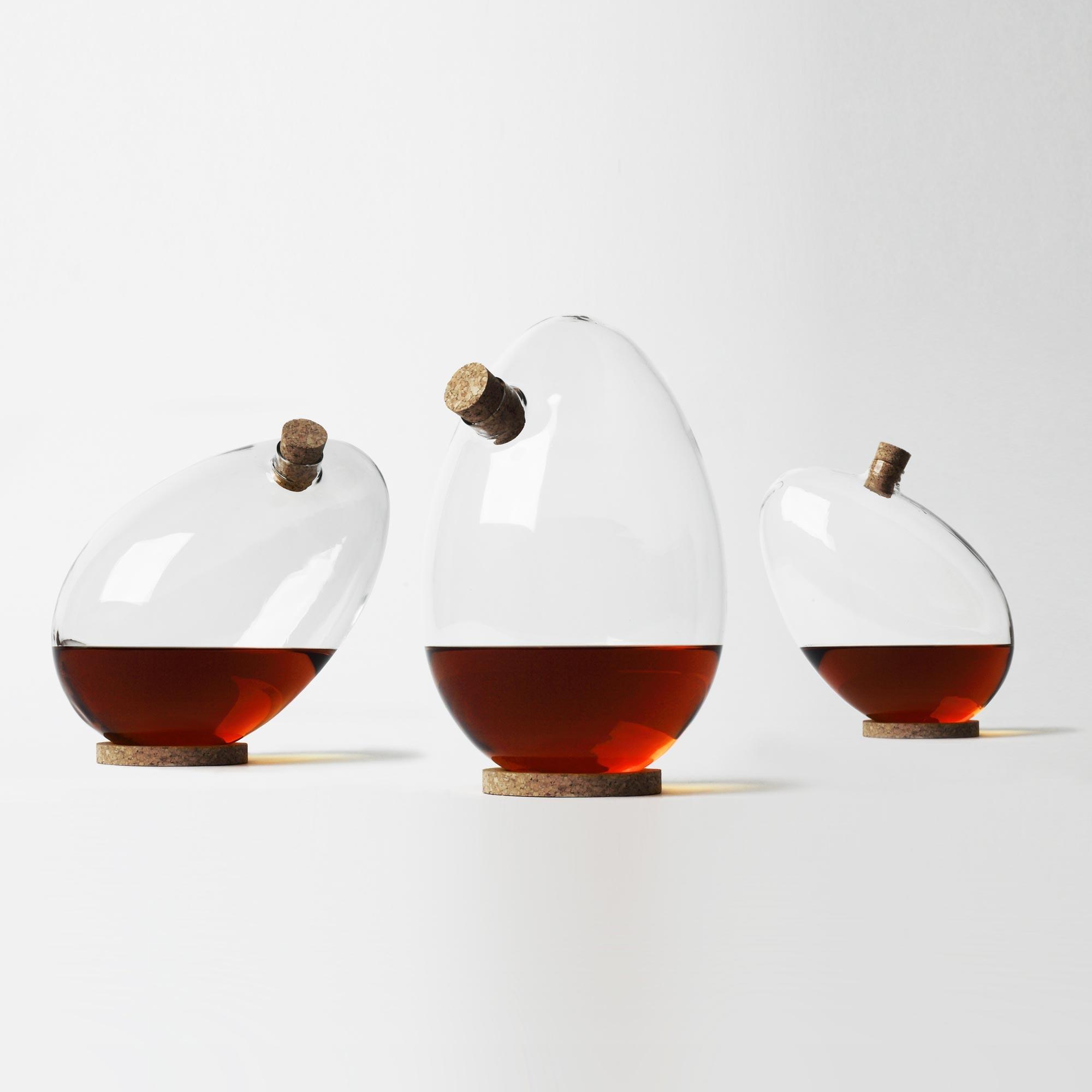 top 10 des carafes vin les plus insolites le petit ballon. Black Bedroom Furniture Sets. Home Design Ideas